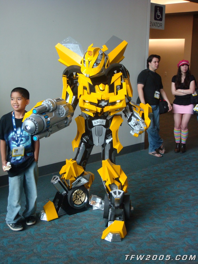 bumblebee costume 0001  sc 1 st  TFW2005 & Awesome Bumblebee Costume at SDCC 2008 - Transformers News - TFW2005