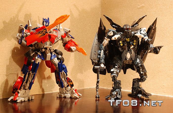 Transformers Studio Series Optimus Prime and Jetfire Combiner!