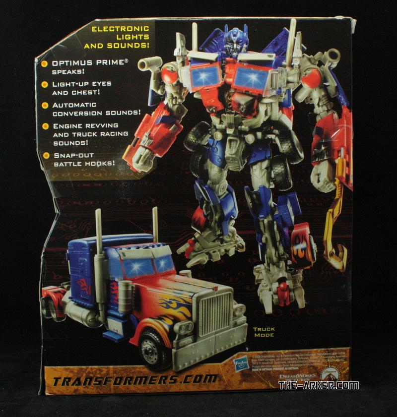 Action Figures do filme Transformers 2 - anunciado o Transformer Constructicon! - Página 3 Transformers-2010-optimus-prime-battle-hooks-package-back_1268743086