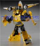 Takara-Transformers-United-Bumblebee-Deluxe