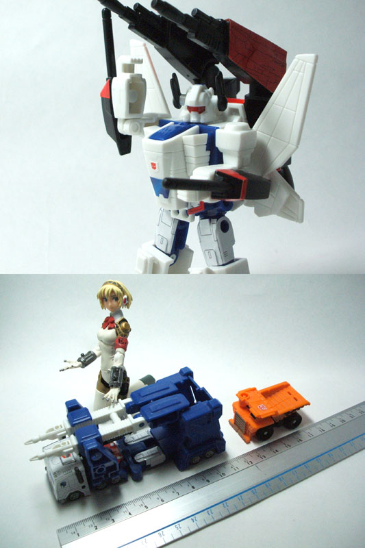 12. 12 Kabaya Transformers Wave 2 In Hand Images.