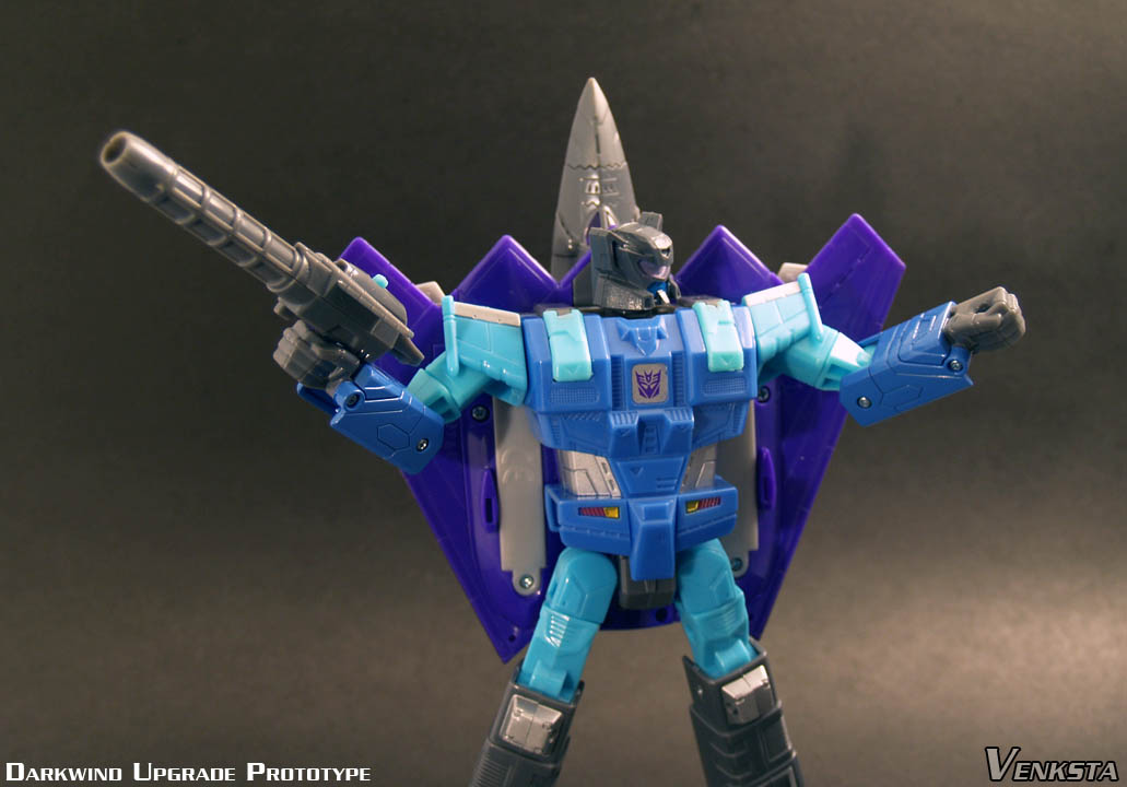 Transformers-Classics-Universe-Darkwind-Upgrade-04