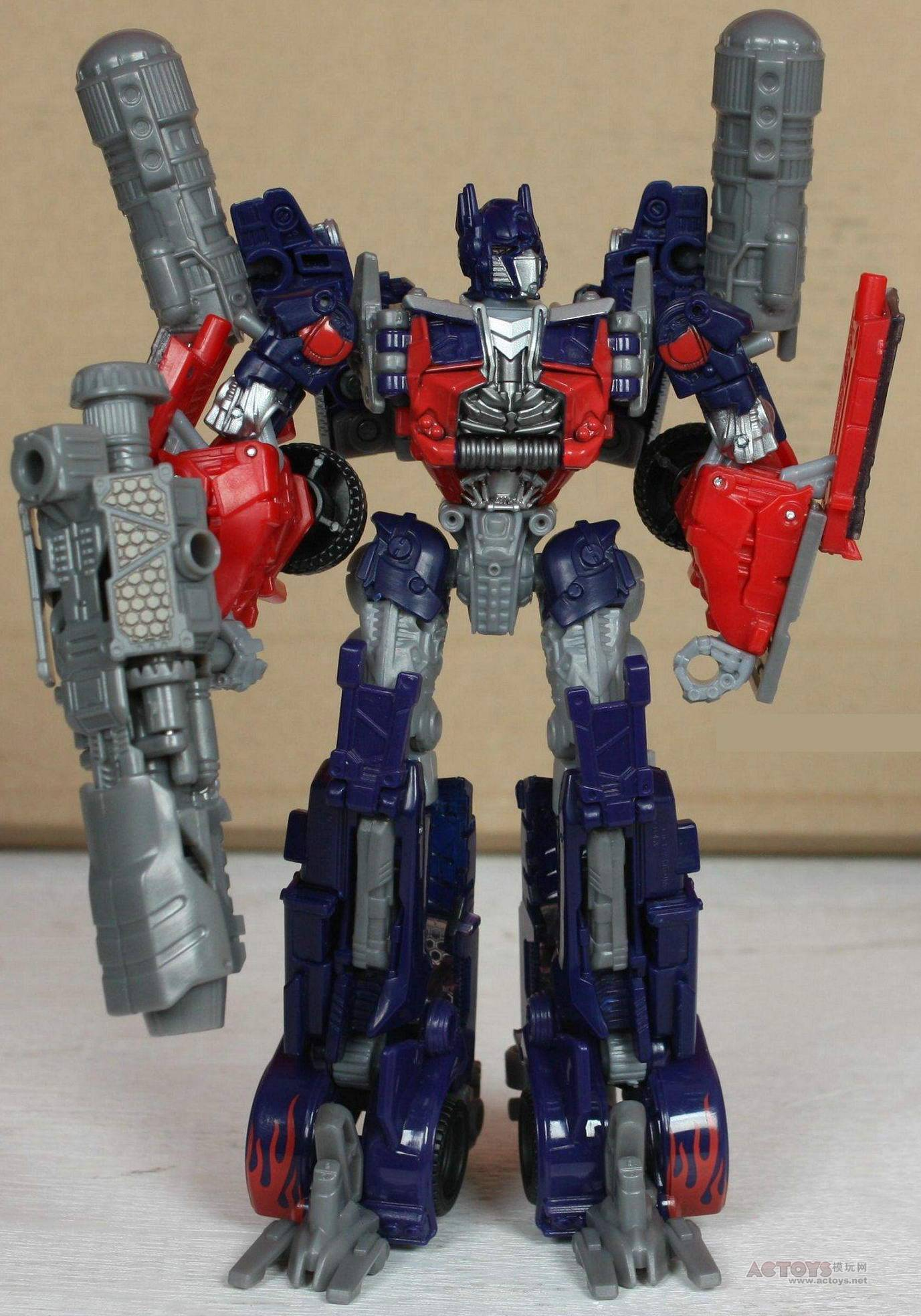 dark of the moon voyager optimus prime up close - transformers news