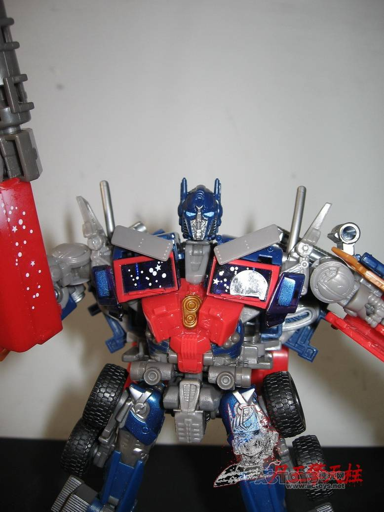 Dark-Of-The-Moon-Walmart-Exclusive-Optimus-Prime-09