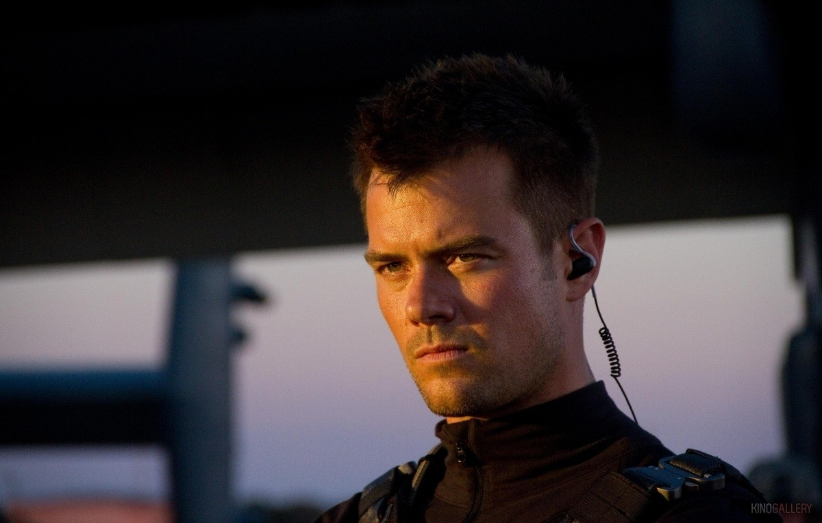 Transformers-3-Dark-of-the-Moon-William-Lennox-Josh-Duhamel