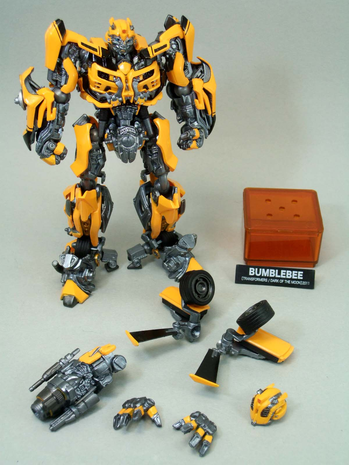 Sci Fi Transformer : Sci fi revoltech bumblebee in hand images transformers