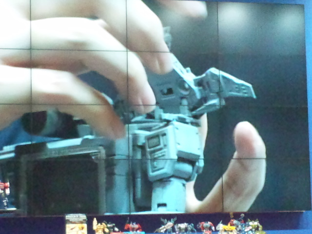 Transformers-Masterpiece-Laserbeak-04