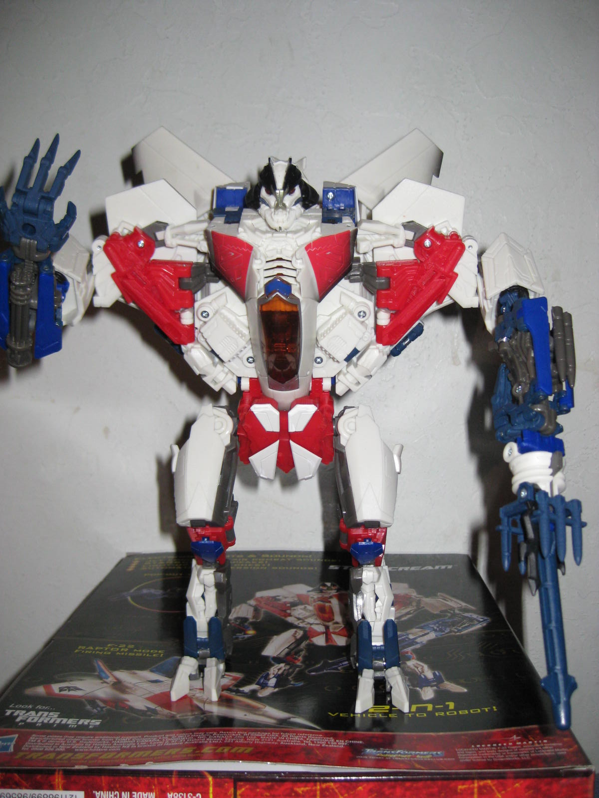 27323713d1349160812-hand-images-gdo-leader-ironhide-starscream-img_7946