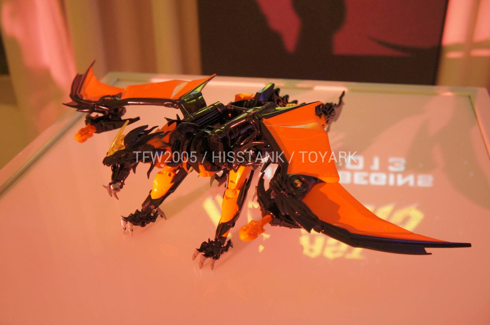 Prime/Rid/Beast Hunters figure - Page 11 NYCC12-Transformers-Prime-Beast-Hunters-005_1349911211