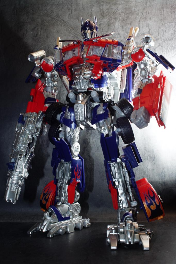 Hasbro-Asia-Striker-Optimus-Prime-04