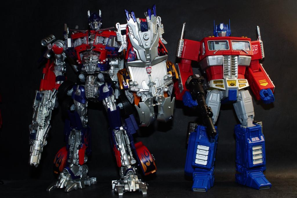 Hasbro-Asia-Striker-Optimus-Prime-06