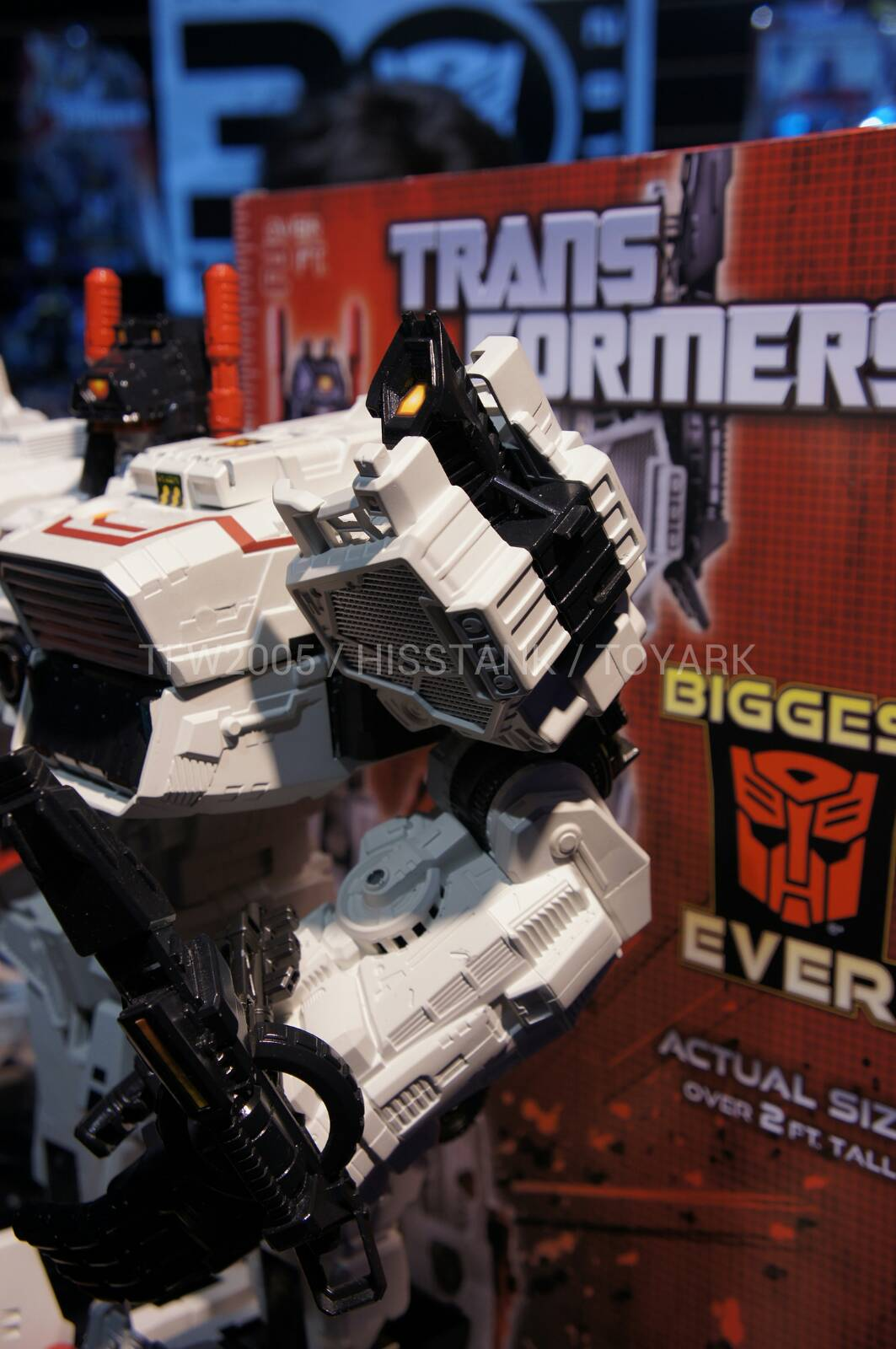 Transformers-Metroplex-Toy-Fair-2013-006