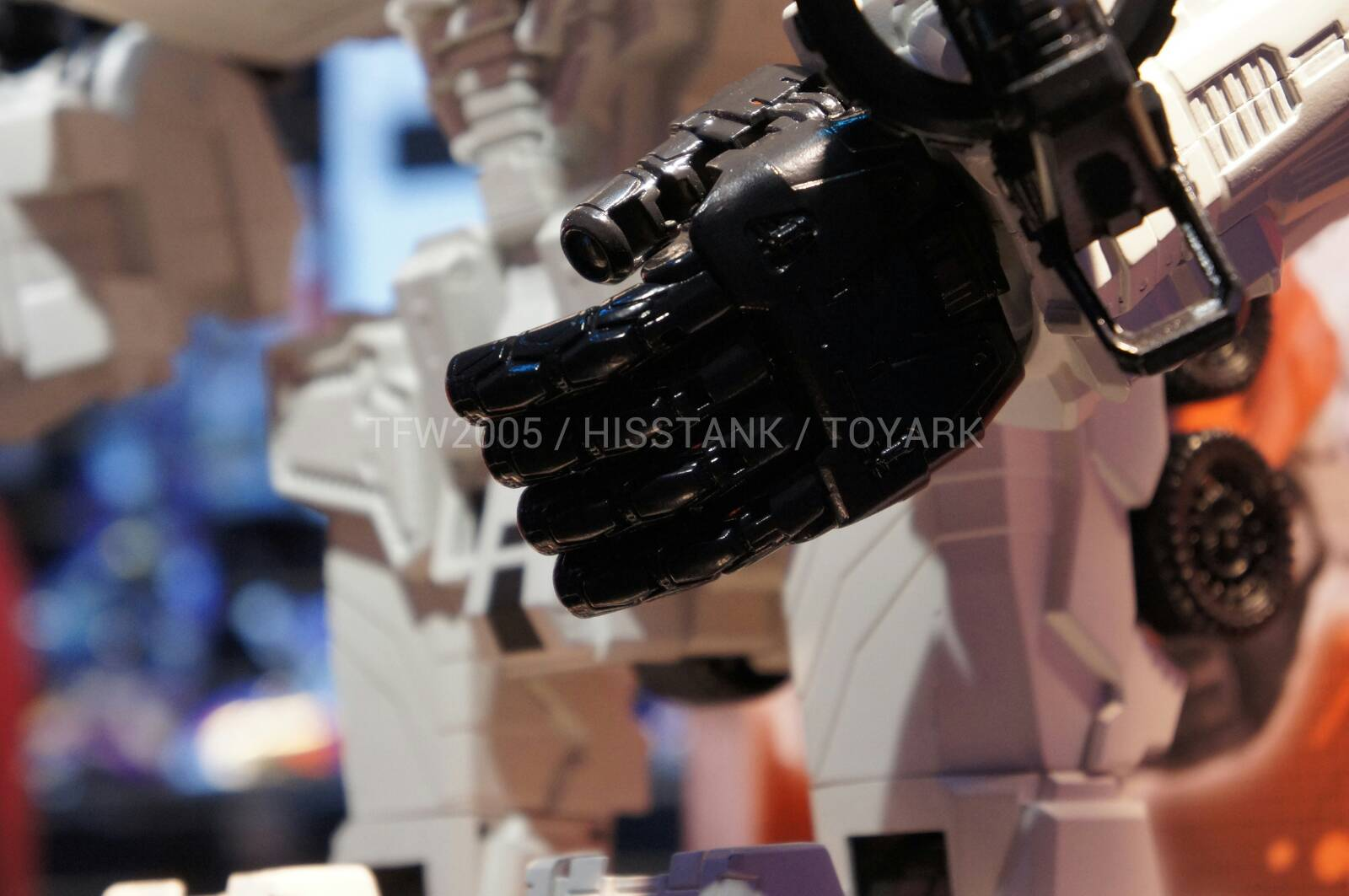 Transformers-Metroplex-Toy-Fair-2013-009