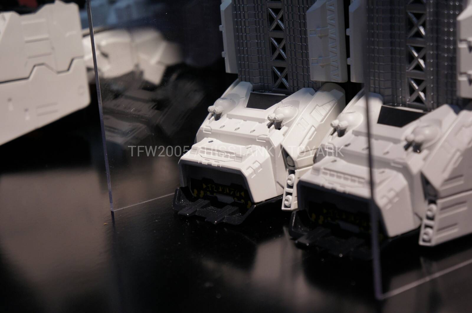 Transformers-Metroplex-Toy-Fair-2013-010