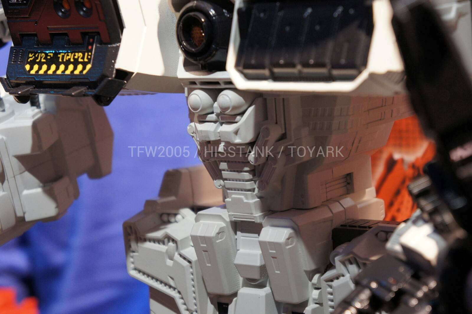 Transformers-Metroplex-Toy-Fair-2013-013