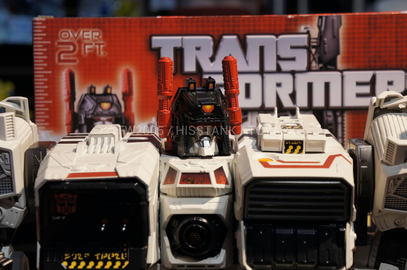 Transformers-Metroplex-Toy-Fair-2013-017