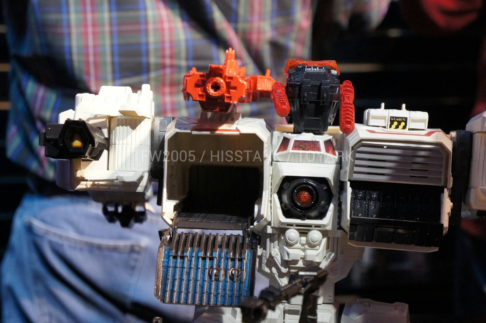 Transformers-Metroplex-Toy-Fair-2013-025
