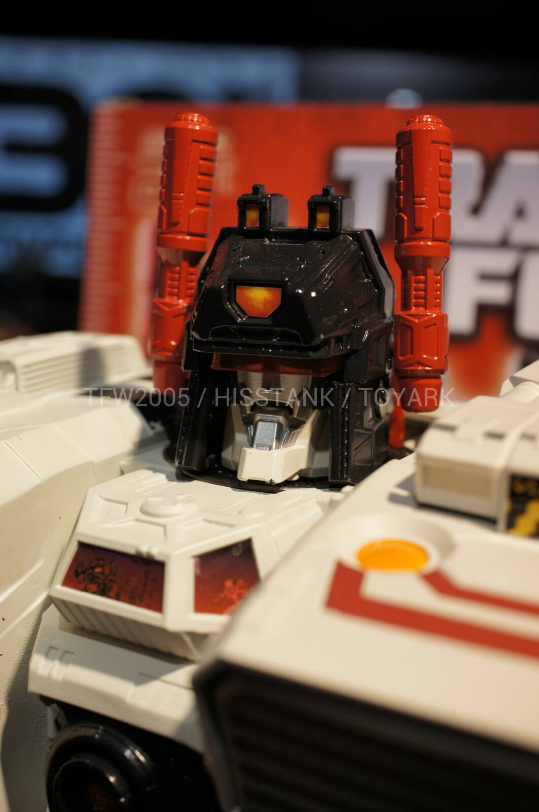 Transformers-Metroplex-Toy-Fair-2013-031