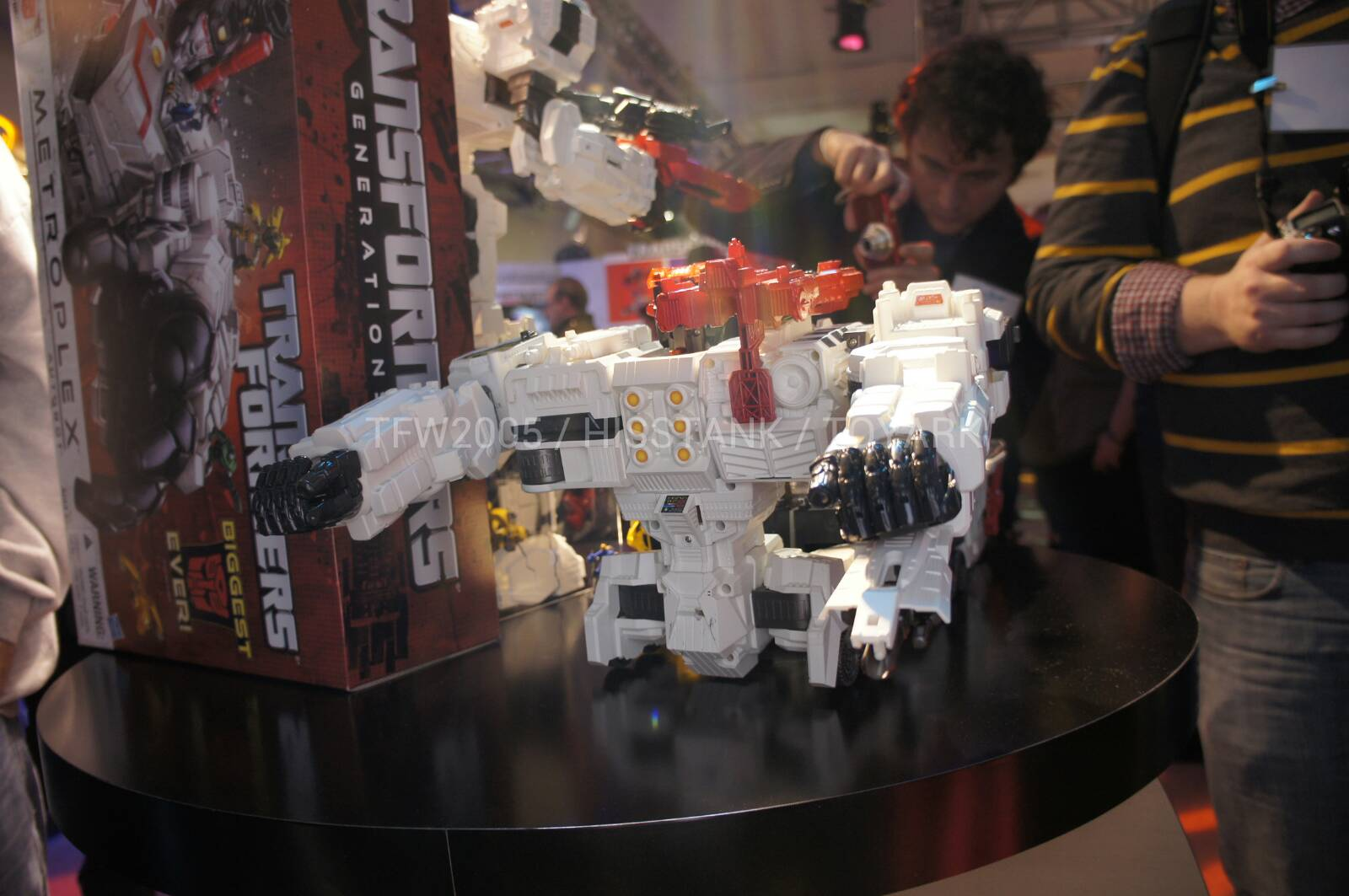 Transformers-Metroplex-Toy-Fair-2013-033