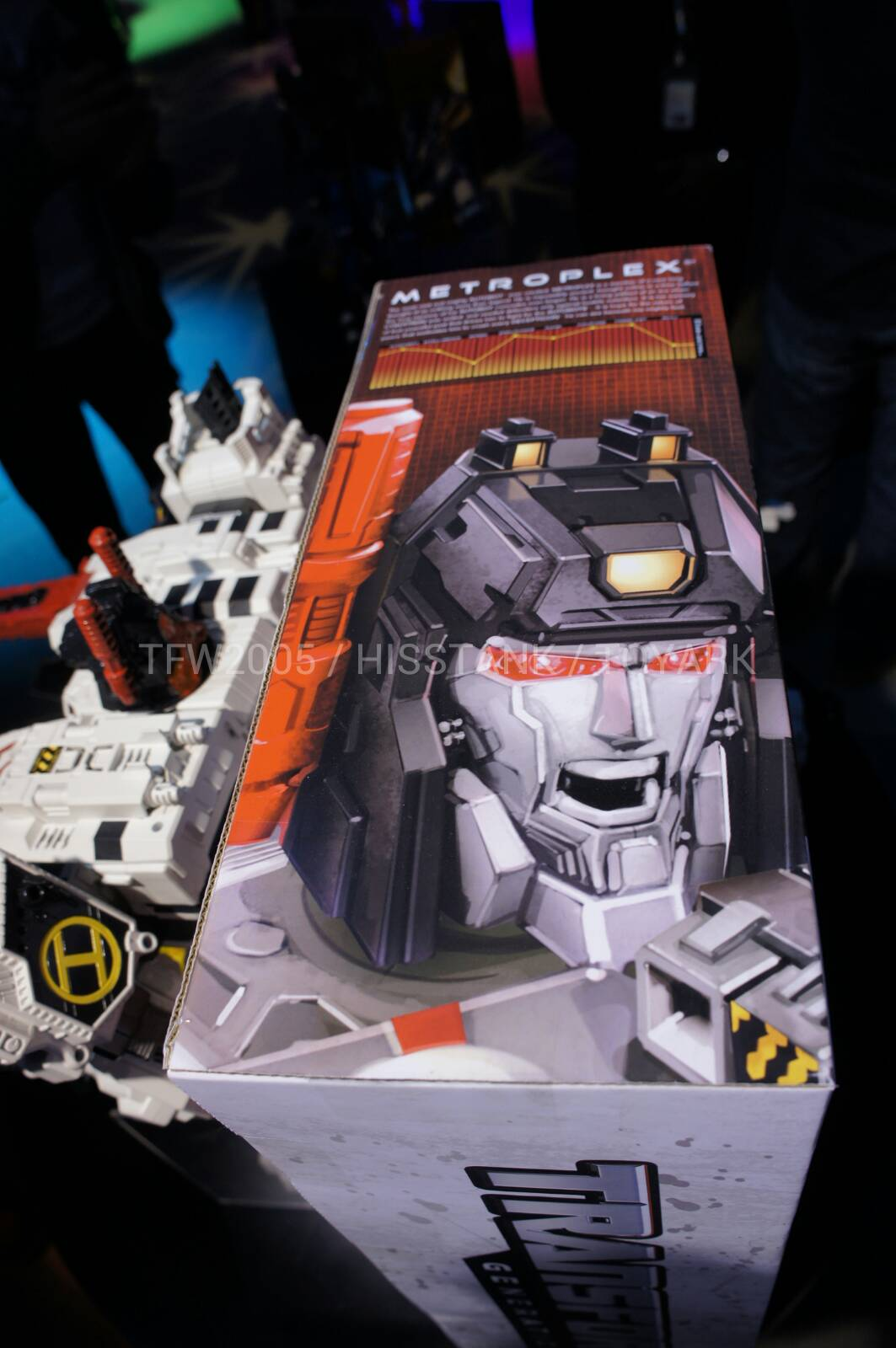 Transformers-Metroplex-Toy-Fair-2013-037