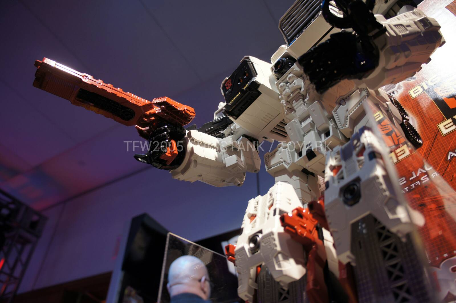 Transformers-Metroplex-Toy-Fair-2013-040