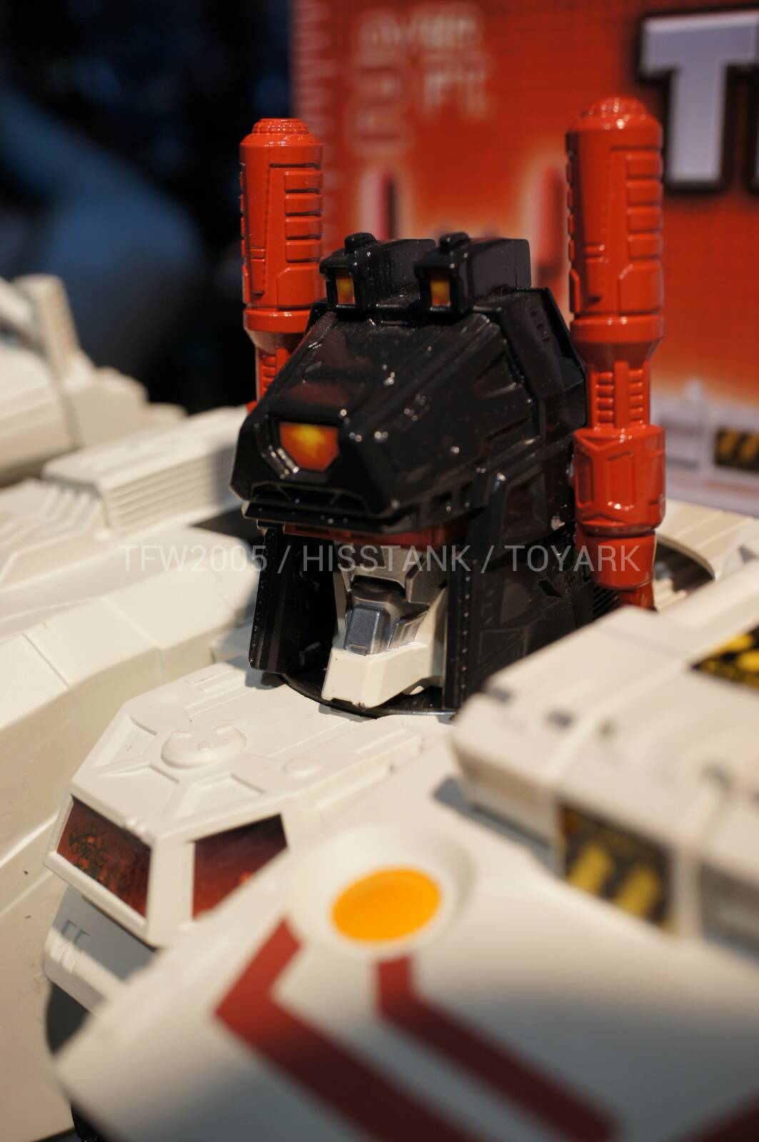 Transformers-Metroplex-Toy-Fair-2013-042