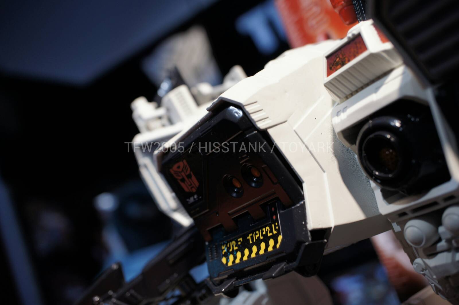 Transformers-Metroplex-Toy-Fair-2013-043