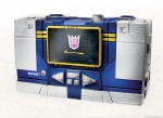 311420-Transformers-Masterpiece-Soundwave-player01_rs