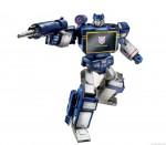 311420-Transformers-Masterpiece-Soundwave-robot02_rs