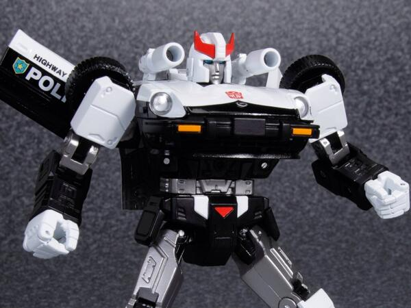 [Masterpiece] MP-17 Prowl/Cervo - Page 2 BFYhPqTCEAAC38X_1363374907