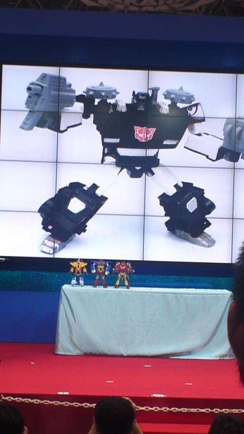 Current Generation Transformers Masterpiece-G2-Sideswipe-01_1371266980