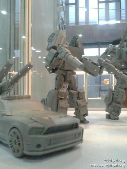[TFC Toys] Produit Tiers - Jouets Prometheus (aka Protectobots - Defensor/Defenso) 27377005d1373653374-tfc-toys-not-streetwise-defensor-prototype-695b704fjw1e6k5zaccr8j20dc0hsgmb_1373657444