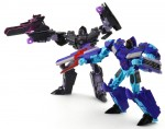 Dreadwing-with-IDW-Deluxe-Megartron-Robot-2