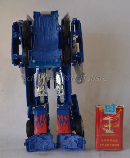JOUETS - Transformers 4: Age Of Extinction - Page 3 Transformers-4-Age-Of-Extinction-Unmasked-Optimus-Prime-Figure-04_1389776868