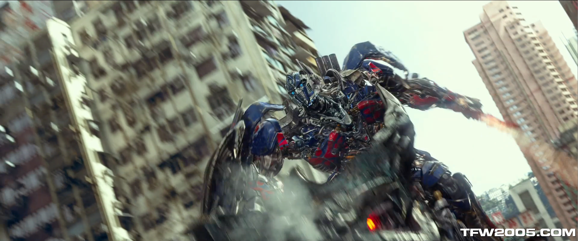 http://www.tfw2005.com/transformers-news/attach/1/AoE-Trailer-3-Screen-Caps-085_1400142741.jpg