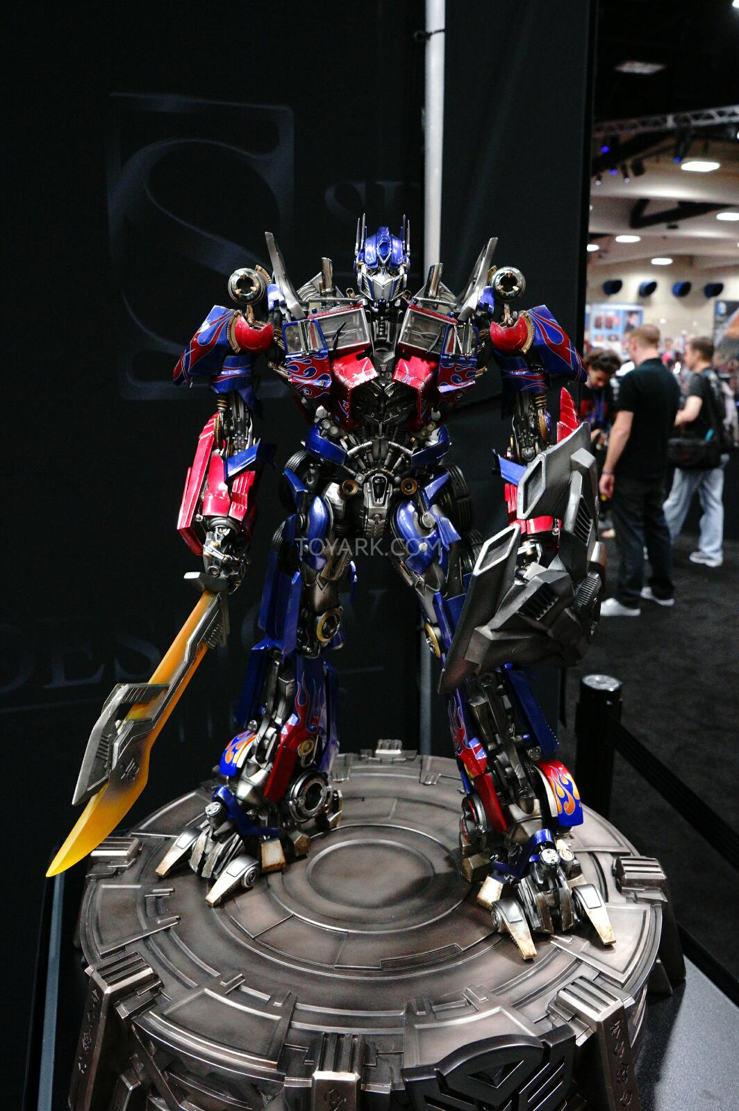 3rd party figure - Page 8 SDCC-2014-Sideshow-Transformers-Statues-003_1406176221