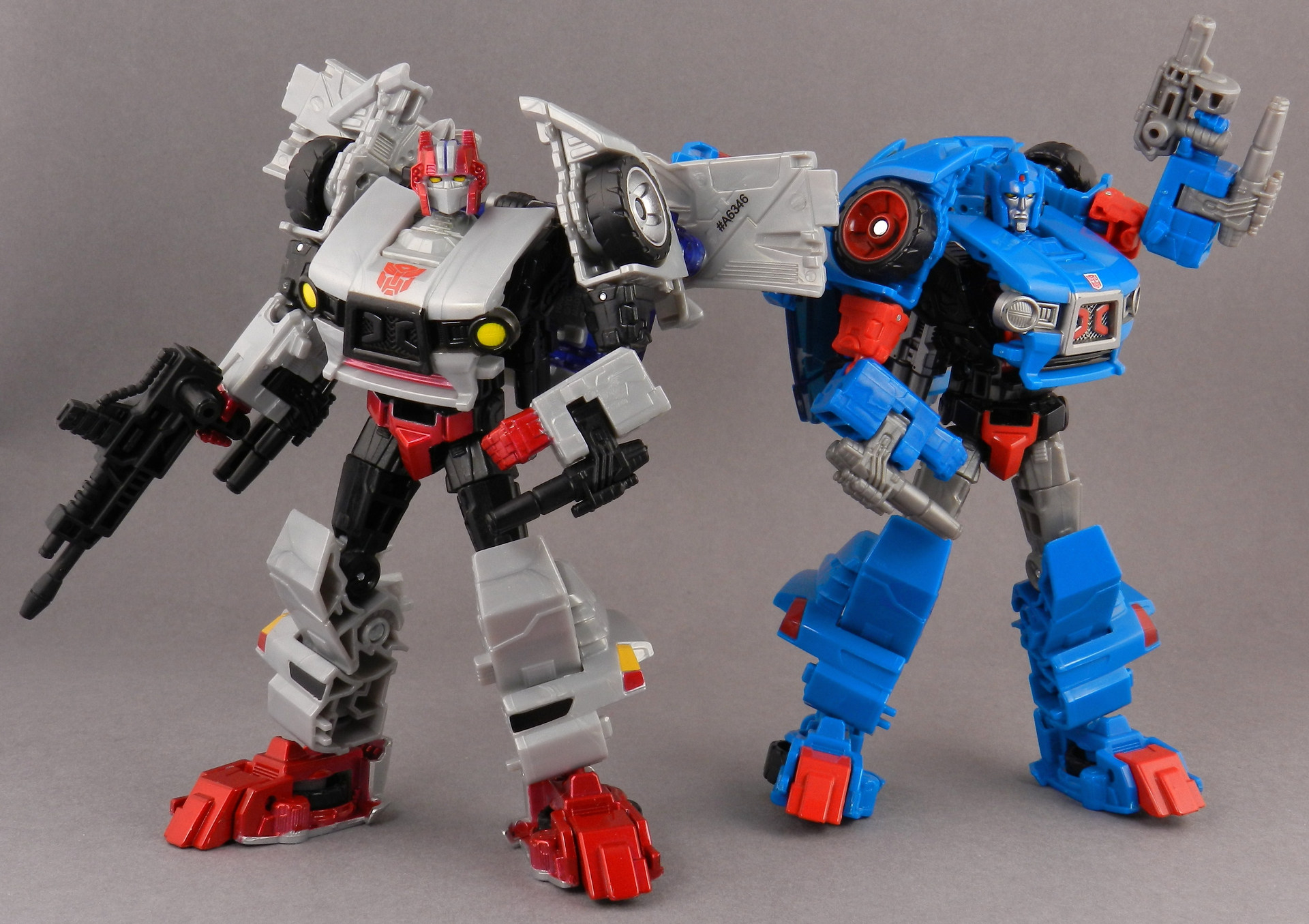 Tfw S Generations Crosscut In Hand Gallery Transformers