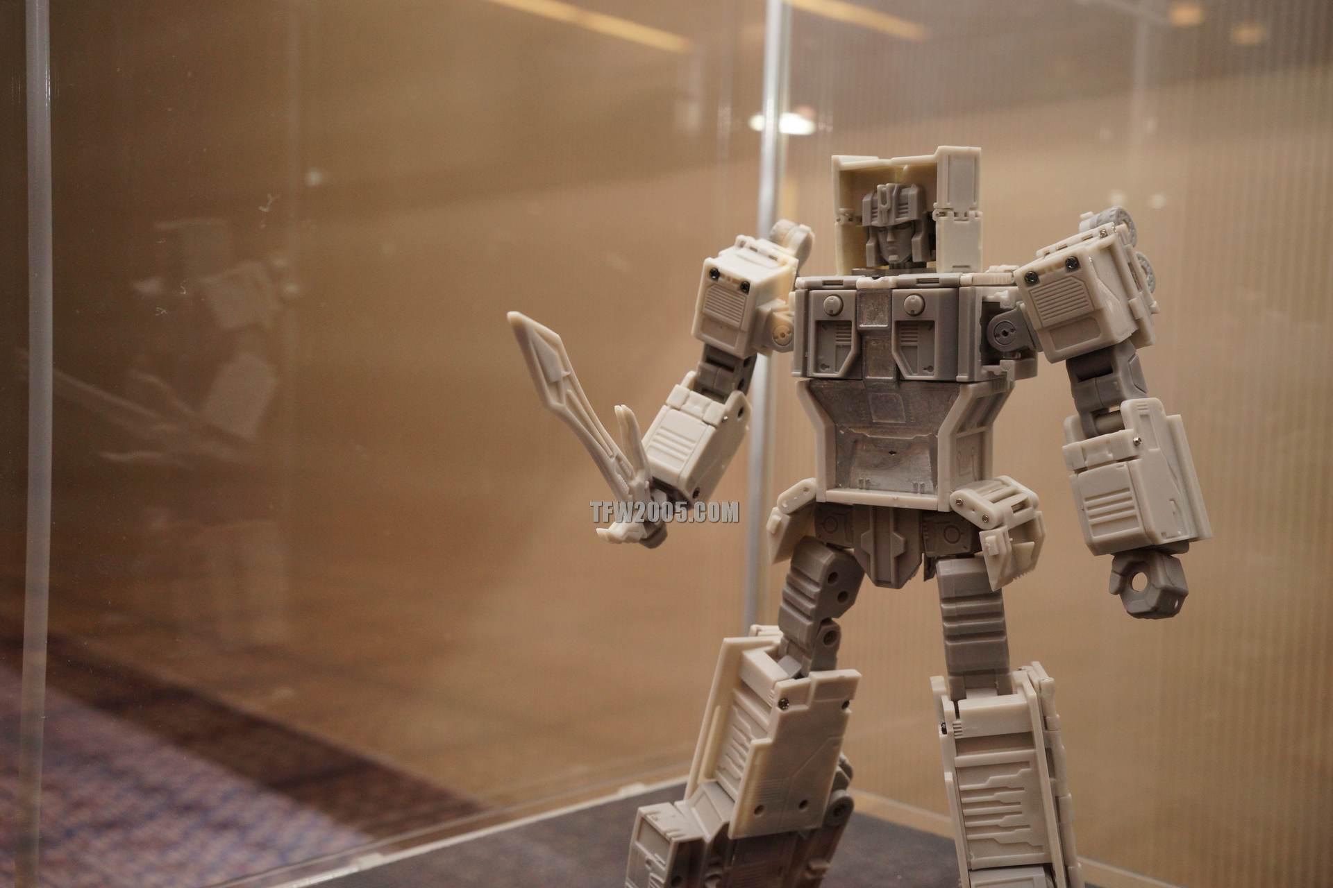 [Bold Forms] Produit Tiers - BF-01 Gladius (aka Mégatron G1) + Lone Wolf (aka Menasor/Menaseur G1) DSC08535_1414278766