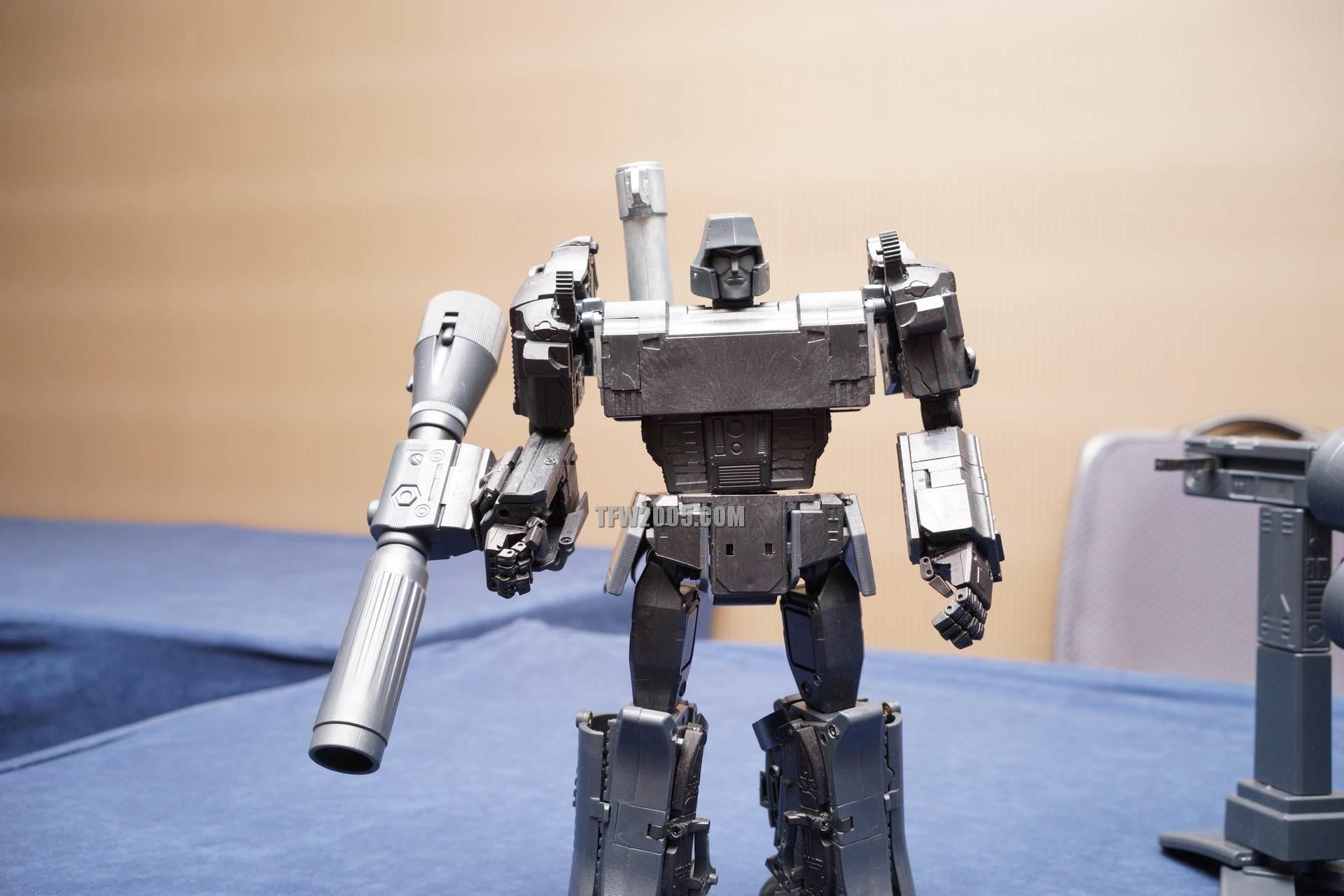 [X-Transbots] Produit Tiers - Jouet MX-1 Apollyon - aka Mégatron DSC08542_1414278766