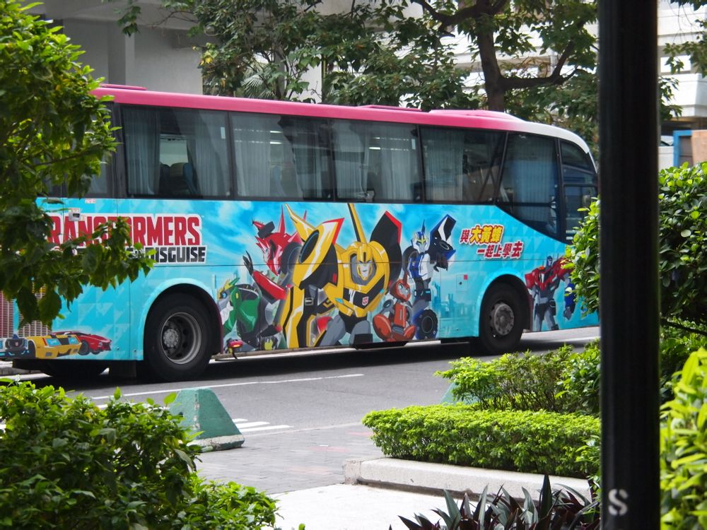 Transformers-Robots-In-Disguise-Bus-Advertisement-1