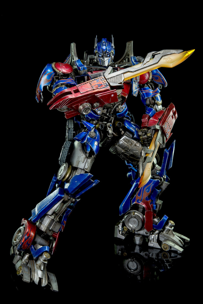Figurines des Films Transformers ― Par 3A, Comicave Studios, etc 3A-Dark-of-the-Moon-Optimus-Prime-011
