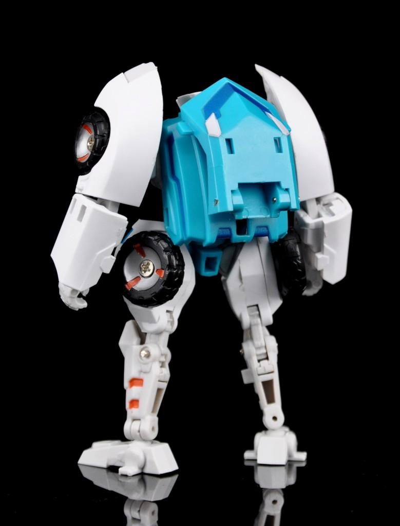 [MakeToys] Produit Tiers - Minibots, G2 Optimus, MM-01 Trashtalk & Cogwheel (aka Swerve/Embardo & Gears/Rollo), MM-02 Rear End (aka Tailgate/Hayon), MT-03 Hyper Novae (aka Nova Prime) d'IDW - Page 2 Manga-Mech-Rear-End-02