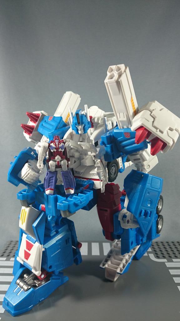 Jouets Transformers Generations: Nouveautés TakaraTomy - Page 4 Legends-Ultra-Magnus-1