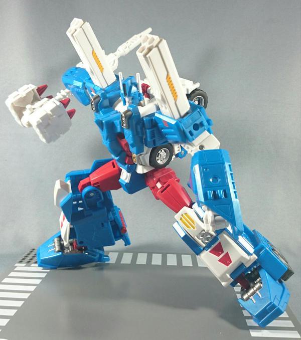 Jouets Transformers Generations: Nouveautés TakaraTomy - Page 4 Legends-Ultra-Magnus-2