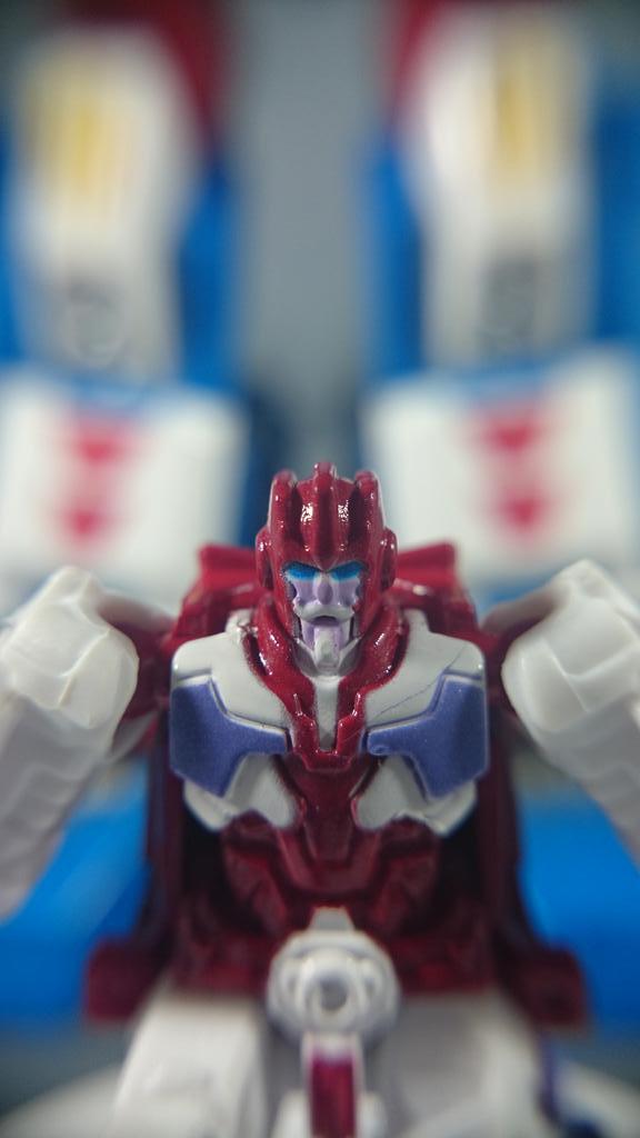 Jouets Transformers Generations: Nouveautés TakaraTomy - Page 4 Legends-Ultra-Magnus-4