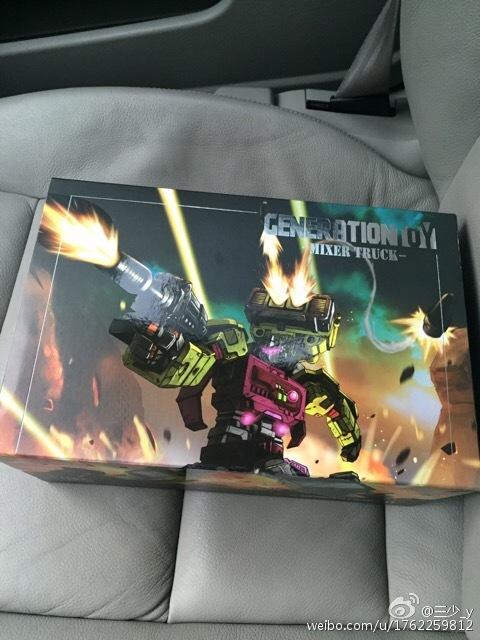 [Generation Toy] Produit Tiers - Jouet GT-01 Gravity Builder - aka Devastator/Dévastateur - Page 2 Generation-Toy-Mixer-Truck-01