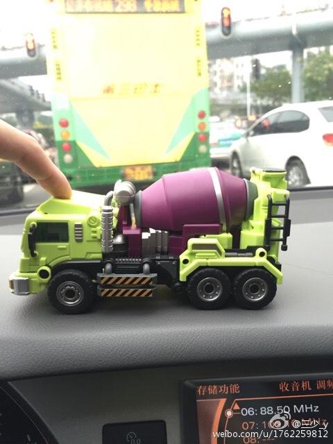 [Generation Toy] Produit Tiers - Jouet GT-01 Gravity Builder - aka Devastator/Dévastateur - Page 2 Generation-Toy-Mixer-Truck-04