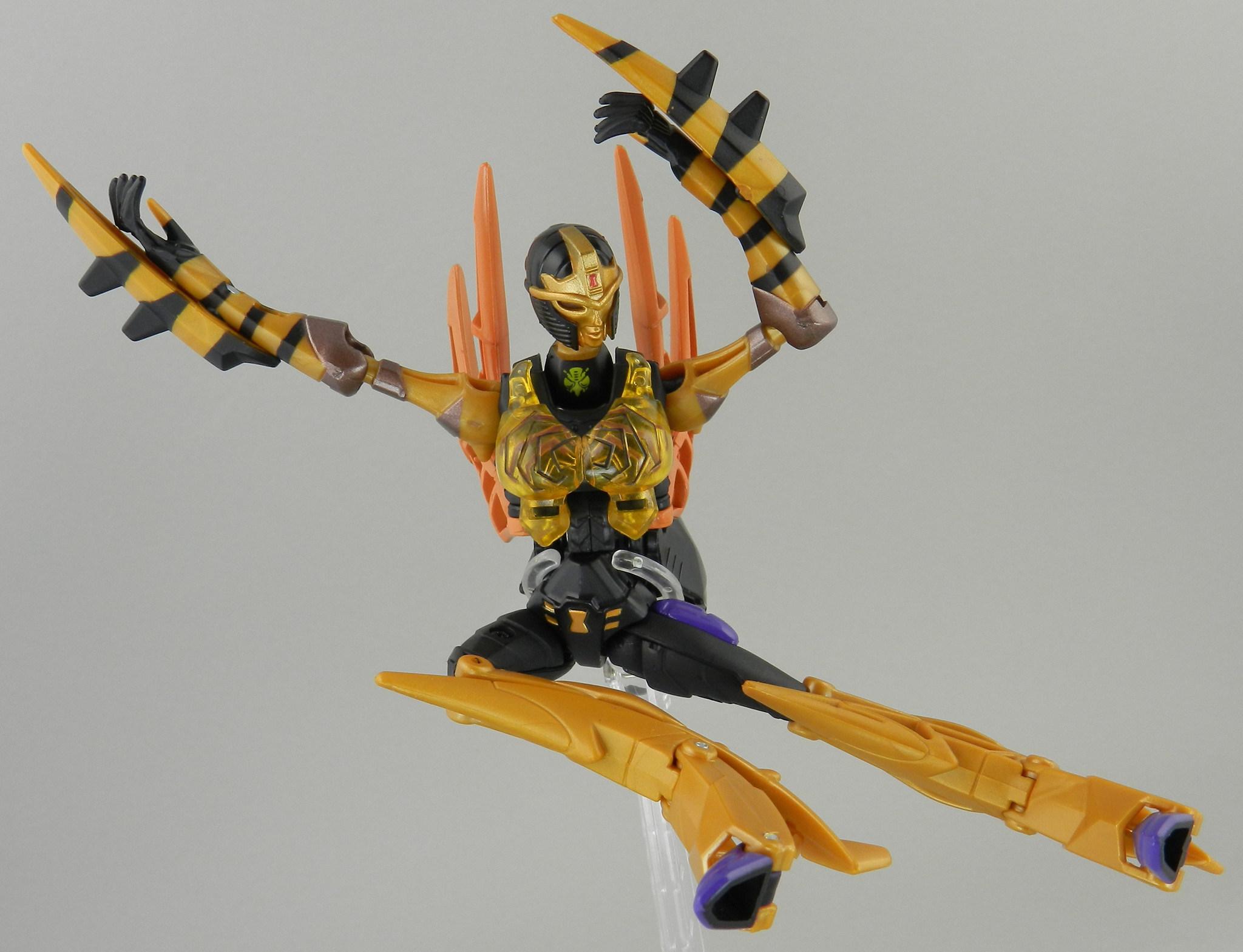 Transformers Legends Blackarachnia In Hand Gallery