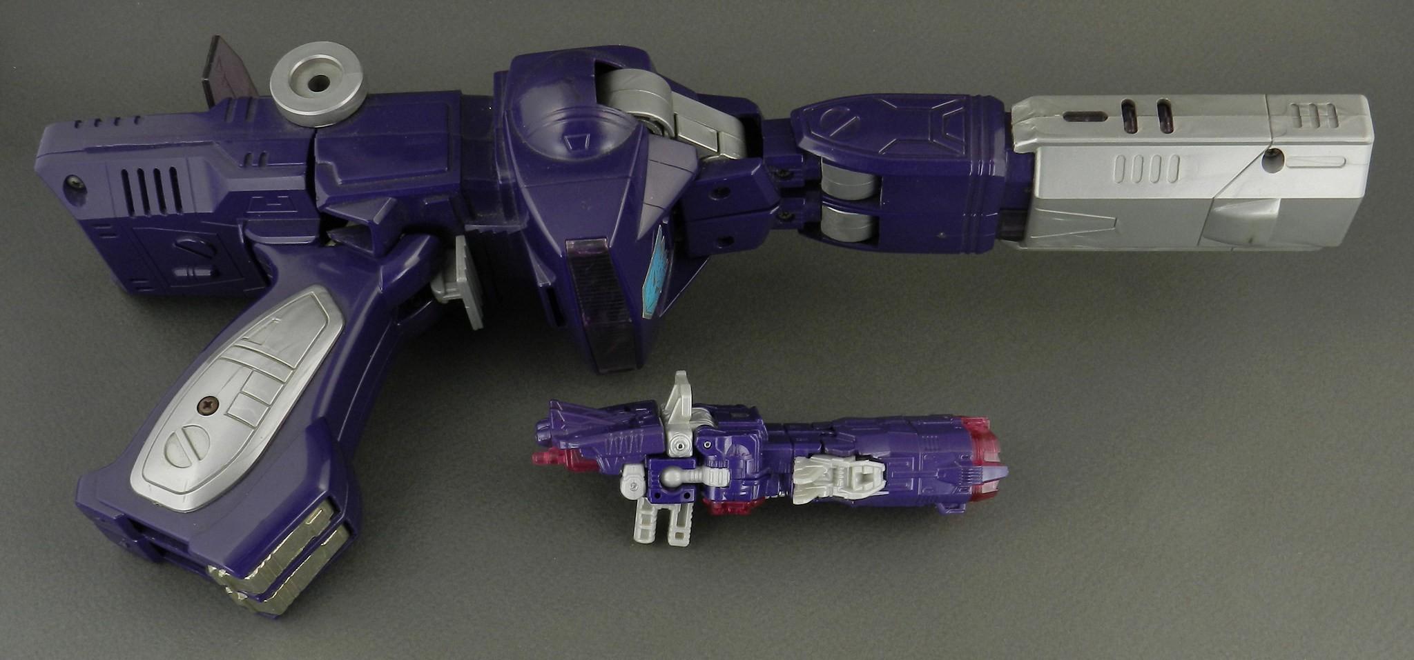 Combiner Wars Shockwave In Hand Gallery Transformers
