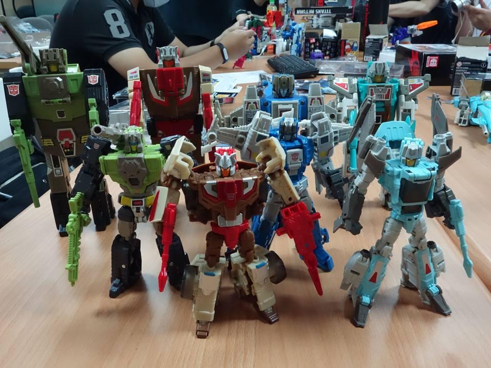 transformer helicopter with Titans Return Deluxe Chromedome Highbrow Hand Images 317298 on MECHTECH 20VOYAGER 20SKYHAMMER 20 both 20modes  2029702 moreover 2013 10 01 archive as well 154162 The Power Grid Of The Future Will Be Controlled By Neurons In A Petri Dish furthermore Decepticon Ravage Photo likewise ARKHAM KNIGH S GUNSHIP 548552933.